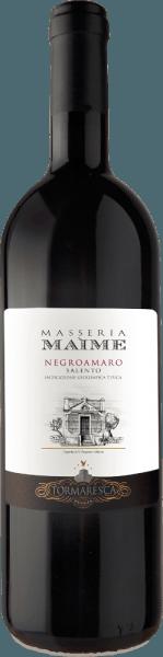 El Masseria Maime Salento IGT de Tormaresca es uno de los mejores vinos de la bodega. El Negroamaro Masseria Maime se presenta en la copa con un intenso color rojo rubí, en nariz aromas florales de rosas y violetas, fruta negra fresca como cerezas negras, moras, seguido de notas especiadas, que recuerdan al regaliz, anís, canela y clavo. En el paladar, este magnífico vino tinto de Puglia es rico en fruta, elegante y con taninos equilibrados, suaves y aterciopelados. El final es largo, denso y persistente. Vinificación de la Masseria Maime Salento IGT de Tormaresca Para este Negroamaro puro, las uvas se cosechan manualmente a finales de septiembre. Después del prensado sigue la maceración y la fermentación alcohólica en los hollejos durante un período de 15 días a una temperatura controlada de 26 a 28 °C. Durante este proceso, las pieles se bombean suavemente una y otra vez mediante una técnica especial que permite extraer el color, los aromas y los taninos de forma muy suave y uniforme. Una vez extraídos los hollejos, el vino se traslada inmediatamente a barricas de roble francés, donde tiene lugar la fermentación maloláctica, seguida de una crianza de 12 meses. Tras el embotellado, el vino envejece otros 18 meses en botella antes de salir a la venta. Recomendación de comida para la Tormaresca Masseria Maime Salento IGT Disfrute de este fino y afrutado vino tinto de Puglia con platos típicos de la región, orecchiette con sabrosas salsas de carne picada o la tradicional achicoria, carnes rojas y oscuras a la parrilla, quesos maduros y picantes. Premios para la Masseria Maime Salento IGT de Tormaresca Gambero Rosso: 2 copas rojas para 20123; 3 copas para 2012 Bibenda: 5 uvas para 2013, 4 uvas para 2011 Falstaff: 90 puntos para 2013, 92 puntos para 2011 Wine Enthusiast: 91 puntos para 2012 Wine Spectator: 90 puntos para 2012 James Suckling: 90 puntos para 2012 Wine Advocate Robert M.Parker: 90 puntos para 2012; 92 puntos para 2011 Guía Veronelli: 3 estrellas para 2012 