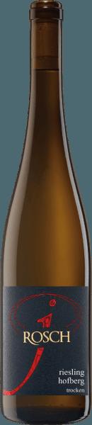 El Dhroner Hofberg Riesling de Josef Rosch acaricia la nariz con los maravillosos aromas de las manzanas, los mirabeles y los albaricoques. En el fondo se detectan hierbas y un toque de mineralidad. Este vino blanco deleita el paladar con su fina estructura y su sutil dulzor residual. El final de este vino es largo y se caracteriza por los matices herbáceos y minerales. Vinificación del Dhroner Hofberg Riesling Las uvas para este vino proceden de viñas de 45 años, que se originan en pendientes pronunciadas. Este Riesling fue madurado en tanques de acero inoxidable. Recomendación alimentaria para el Dhroner Hofberg Riesling Disfrute de este vino blanco seco con ensaladas frescas o guisos ligeros. Premios del Dhroner Hofberg Riesling Eichelmann: 89 puntos para 2016