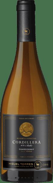 El Cordillera Chardonnay de Miguel Torres de Chileeste vino brilla en un brillante amarillo pajizo con finos reflejos dorados. El bouquet ofrece una maravillosa variedad de aromas. El pomelo fresco se presenta junto con las grosellas blancas y los jugosos melocotones de viña, subrayados por las flores de fruta y un elegante y fino aliento después de las avellanas tostadas. En el paladar, este vino blanco chileno presenta un cuerpo jugoso y completo con una textura fundida y cremosa. Los aromas de la nariz también están maravillosamente presentes y se equilibran perfectamente con la viva acidez. El largo final va acompañado de notas afrutadas de fruta de hueso y cítricos. Vinificación del Torres Cordillera Chardonnay Las uvas para el Chardonnay Cordillera de Miguel Torres Chile provienen del Valle de Limari enCoquimbo. La vendimia de las uvas Chardonnay para este vino blanco tiene lugar a finales de febrero. Las uvas se llevan inmediatamente a la bodega, donde se prensan suavemente. La fermentación y el envejecimiento de este vino blanco se realizan en depósitos de acero y en barricas de madera. El 54% de este vino blanco pasa a barricas de roble francés y el 46% se fermenta y envejece en depósitos de acero inoxidable. El roble le da a este vino su armonioso equilibrio - el depósito de acero inoxidable la fresca fruta varietal. Con este vino se renuncia a la reducción biológica de la acidez - el vino madura sobre la levadura fina. Recomendación de comida para el Chardonnay Miguel Torres Chile Cordillera Disfrute de este vino blanco seco de Chile con trucha o salmón ahumados, marisco fresco en salsas cremosas o pescado al horno.