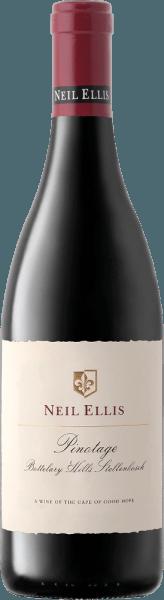 ElPinotage Bottelary Hills de Neil Ellis es un maravilloso vino tinto varietalmente puro y equilibrado de la región vinícola sudafricana de Stellenbosch. De color rojo rubí oscuro con reflejos rojo cereza, este vino se presenta en la copa. El exuberante bouquet está dominado por las frutas oscuras de hueso (cerezas maduras y ciruelas jugosas) con toques de chocolate negro. En el paladar, este tinto sudafricano está maravillosamente equilibrado y muestra una gran elegancia, un marco de taninos maduros con una acidez frutal finamente integrada. El final llega con una agradable longitud. Vinificación delNeil Ellis Pinotage Bottelary Hills Las uvas de Pinotage para este vino tinto se llevan inmediatamente a la bodega de Neil Ellis después de la cosecha. Allí las uvas se fermentan primero en depósitos de acero inoxidable. Una vez finalizada la fermentación, este vino se redondea durante 16 meses en barricas de roble francés, de las cuales el 60% son de madera nueva. Comida recomendada para elBottelary Hills Neil Ellis Pinotage Este vino tinto seco de Sudáfrica va muy bien con todo tipo de platos de caza en salsa oscura fuerte, estofado de ternera con spaetzle casero o también con especialidades selectas de jamón y salami. Recomendamos decantar este vino durante al menos 1 o 2 horas antes de beberlo.