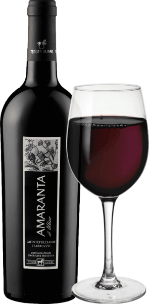 El AMARANTA di Ulisse Montepulciano d'Abruzzo DOC de Tenuta Ulisse es un Cru. Este potente vino tinto italiano fluye en la copa en un rojo rubí muy completo y elegante. En nariz muestra aromas muy complejos y generosos con los maravillosos toques de ciruelas y mermelada de cereza. Estos aromas frutales se ven reforzados por matices de tabaco y un retrogusto especiado. En el paladar, este impresionante Montepulciano d'Abruzzo es muy equilibrado y complejo, con taninos agradables y bien integrados en la estructura. De gran cuerpo y potencia, este tinto es una auténtica delicia con un potencial alcohólico magníficamente equilibrado. Con un final largo, cálido y opulento, el Amaranta convence en toda la línea. Un vino de clase indiscutible, un maravilloso homenaje lleno de amor y respeto a la uva tinta más importante de los Abruzos. Cabe destacar que AMARANTA di Ulisse, al igual que los demás vinos de Tenuta Ulisse, tiene una excelente relación calidad-precio. Vinificación de la Amaranta di Ulisse de Tenuta Ulisse Las uvas de este Cru Montepulciano d'Abruzzo crecen en viñedos muy antiguos sobre cepas igualmente viejas, que han podido hundir sus raíces en el suelo calcáreo y de arcilla fina durante una media de 30-35 años. El ambiente muy cálido y la escasa pluviosidad, así como las fuertes fluctuaciones entre las temperaturas diurnas y nocturnas, hacen que las uvas puedan madurar bien sin perder su acidez. Tras una vendimia manual muy selectiva, una parte se recoge sobremadurada para la Amaranta, las uvas se abren en la bodega de Tenuta Ulisse, se trituran y el mosto se fermenta bajo control de temperatura. Después, el Amaranta madura de 9 a 12 meses en barricas de alta calidad de roble francés y americano. La variedad de uva autóctona Montepulciano d'Abruzzo ha experimentado un verdadero renacimiento en los últimos años. Hasta hoy, no se sabe mucho sobre los orígenes de esta uva oscura. Durante mucho tiempo, se atribuyó al grupo de clones de Sangiovese. Sin embargo, ho