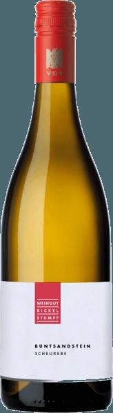 El Scheurebe Buntsandstein feinherb de Bickel-Stumpf se revela en un amarillo dorado brillante en la copa y acaricia la nariz con los aromas frescos de las hierbas y el pomelo ácido. Este vino blanco de Franconia se presenta en el paladar fino y vivaz y refleja los aromas de la nariz. Con una sutil dulzura y tensión frutal, este vino se desliza hacia su final, que revela pera a los matices ya conocidos. Recomendación de alimentos para el Bickel-Stumpf Scheurebe Disfrute de este fino vino blanco agrio con carnes y aves a la parrilla.